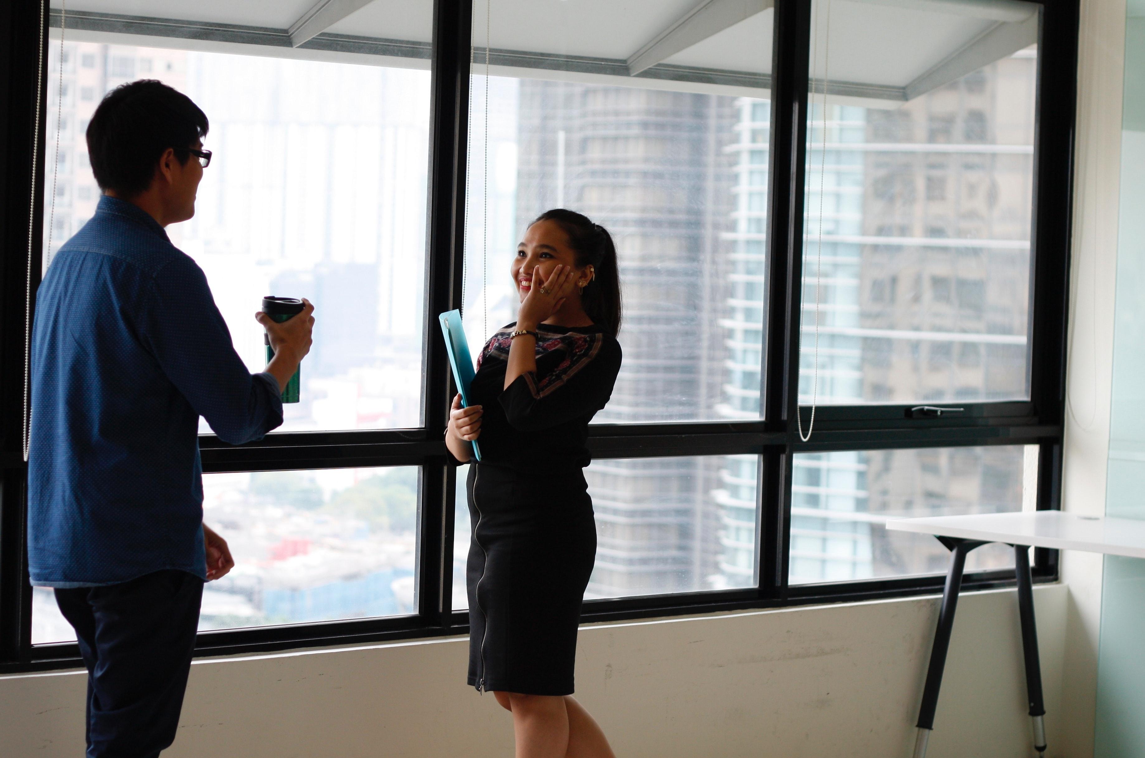 営業における雑談のネタのコツは?